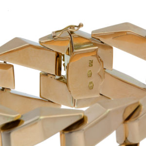 Breathtaking 18K Yellow Gold 8″ Hollow Square Curb Link Bracelet