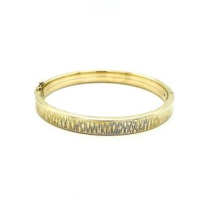 14K Yellow Gold 7.5mm Textured Detail Oval Hinged Bangle